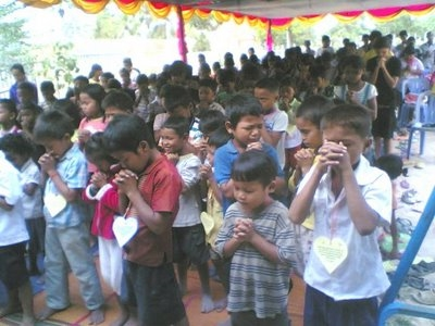 LAOS_Christian_Children_pray