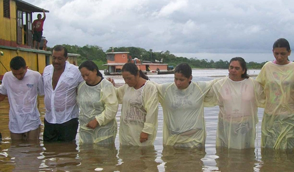 Newly-baptized-believers-in-Putumayo-River_-Morning-Star-News-David-Miller