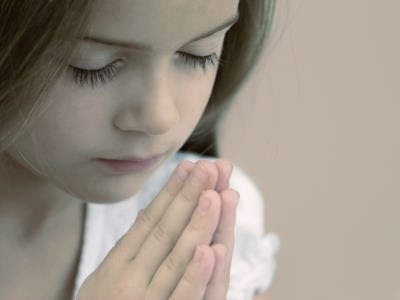 child prays