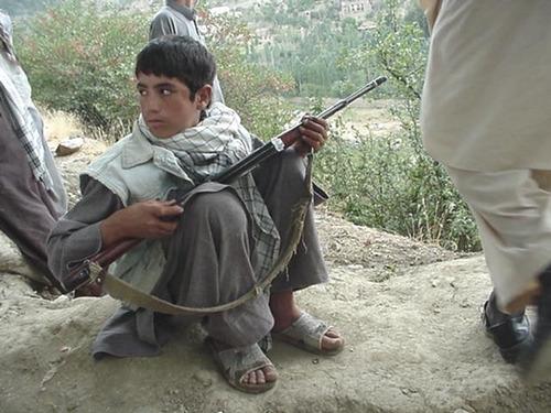 Child soldier Afghanistan Photo: Robin Kirk www.flickr.com