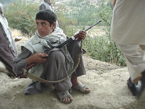 Child soldier Afghanistan Photo: Robin Kirk www.flickr.com