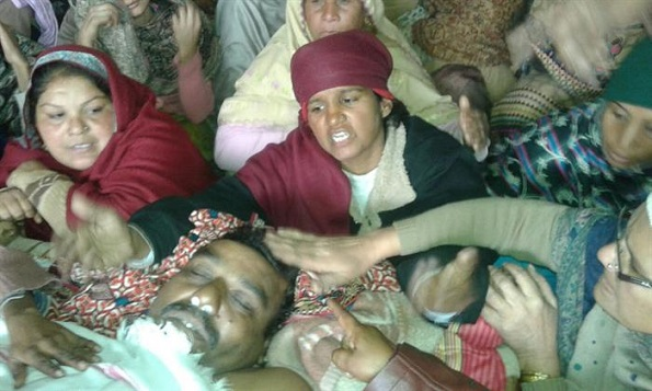 Gujranwala: January 15, 2016. (PCP) The tortured dead body of one Christian man named Liaquat Masih aged 47, driver by profession was handed over to his family on January 14, 2016, by Gujranwala Cantonment Police station which spread anger and fear among relatives and civil society members. - See more at: http://www.pakistanchristianpost.com/detail.php?hnewsid=5754#sthash.UoSdDsiz.dpuf