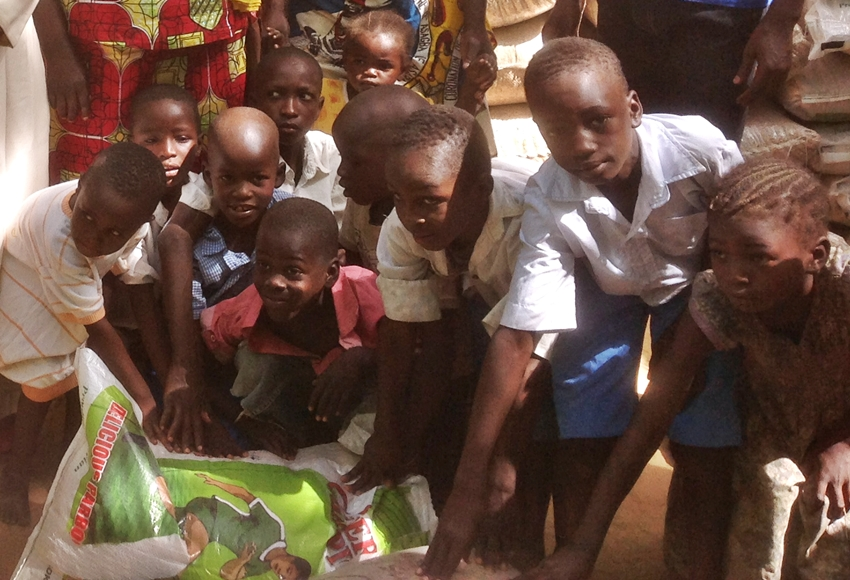Nigerian Christian children forced to live in IDP camp by Boko Haram insurgency. Photo: Voice of the Persecuted