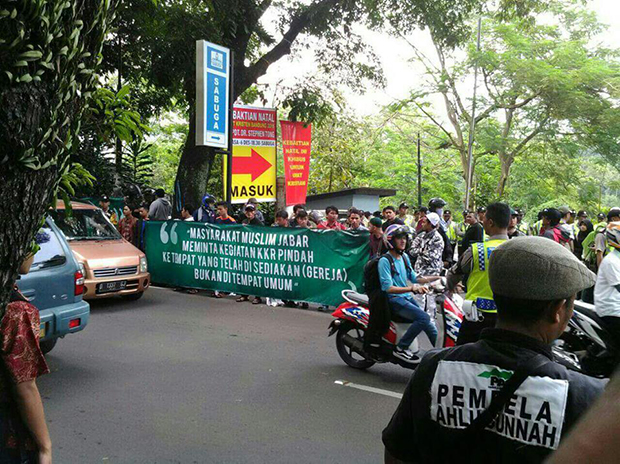 Muslim hardliners protest Christmas Revival Service in Bandung, the capital of West Java